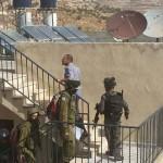 فيديو| الاحتلال الإسرائيلي ينفذ عملية اعتقال ومداهمات في الضفة الغربية