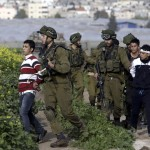 الاحتلال يعتقل 13 موطنا بالضفة الغربية
