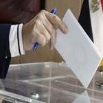توافد الناخبين المصريين في الخارج للتصويت في الانتخابات البرلمانية