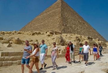 مصر تتوقع هبوط إيرادات السياحة 10% بسبب سقوط الطائرة الروسية
