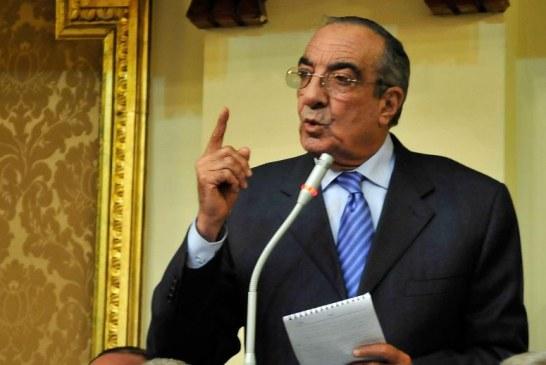 محكمة مصرية تبرئ زكريا عزمي من تهم بالفساد