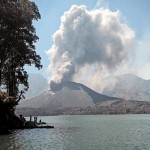 3 قتلى جراء ثوران بركان غربي إندونيسيا