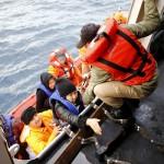 خفر السواحل الإيطالي ينتشل جثة وينقذ 910 مهاجرين
