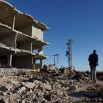 اللاجئون الفلسطينيون في سوريا.. لا سفر دون مقابل