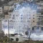 إصابة عشرات الفلسطينيين في هجوم استيطاني جنوب الخليل