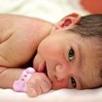 «الطفلة المعجزة» تثير جدلا على مواقع التواصل الإجتماعي