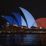 دار أوبرا سيدني تضيئ بألوان العلم الفرنسي