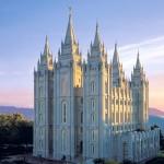 أعضاء كنيسة المرمون يعترضون على قرار منع تعميد أبناء المثليين
