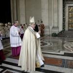 البابا يتضرع «لهداية» منفذي الاعتداءات