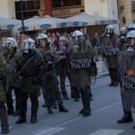 الشرطة اليونانية تشتبك مع متظاهرين يحتجون على جعل التطعيم إلزاميا