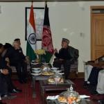رئيس وزراء الهند يلتقي الرئيس الأفغاني ويسلمه 4 مروحيات