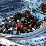 البحرية الإيطالية تنقذ 100 مهاجر قبالة الساحل الليبي