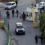 الاحتلال الإسرائيلي يصيب شابين وفتاة بالرصاص وسط الخليل