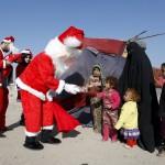 صور  بابا نويل يدخل البهجة على أطفال النجف