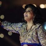 فيديو| رغم قدمها المكسورة.. أحلام في افتتاح استاد جابر بالكويت
