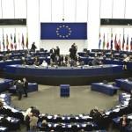 متظاهرون يحتشدون أمام البرلمان الأوروبي لإنهاء سياسة المخيمات