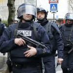 اشتباكات بين محتجين والشرطة الفرنسية أثناء إجلاء مهاجرين من مدرسة ثانوية فارغة