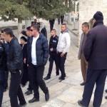 مستوطنون يهود يقتحمون المسجد الأقصى تحت حراسة جيش الاحتلال