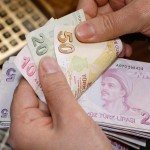 الليرة التركية تهوي 2.5% أمام الدولار إلى مستوى قياسي جديد