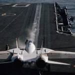 إصابة 8 بحارة على سطح حاملة الطائرات الأمريكية «أيزنهاور»
