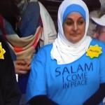 صور| «جئت بسلام».. شعار مسلمة طردت من تجمع لـ«ترامب»