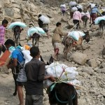 فيديو  مركز الملك سالمان يسلم أول قافلة مساعدات لـ«تعز» بعد فك الحصار