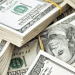الدولار يرتفع بعد تلمحيات إلى رفع الفائدة الأمريكية