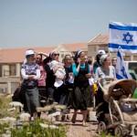 «التهريب» سراً وعلانية.. سياسة إسرائيل لزيادة أعداد المستوطنين