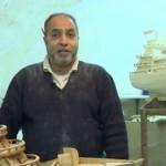 فيديو| محمد جاسر.. فنان يصنع المراكب رغم فقدانه البصر