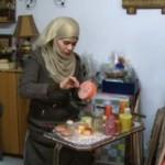 فيديو| إيمان خشان.. تجسد معاناة المرأة الفلسطينية بالفن التشكيلي