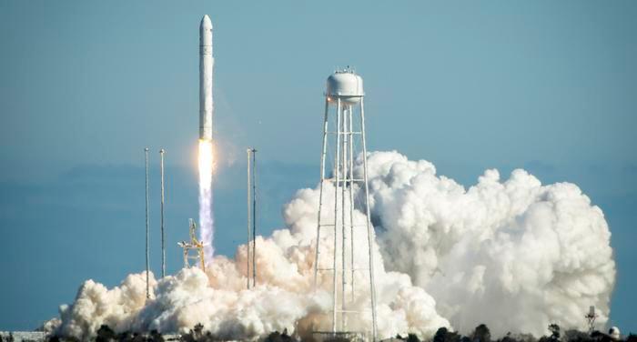 «ناسا» تطلق صاروخا يحمل ثلاثة مشروعات تكنولوجية لدراسة الفضاء