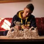 شاب فلسطيني يصنع أفلام رسوم متحركة من المنزل