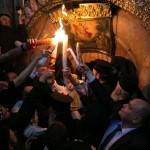 فيديو  المسلمون يشاركون المسيحيين في الاحتفال بعيد القيامة بمصر
