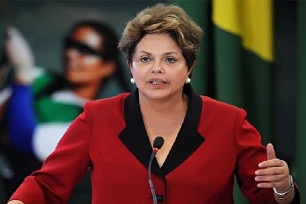 رئيسة البرازيل ترفض الاستقالة وتتعهد بمواجهة خصومها