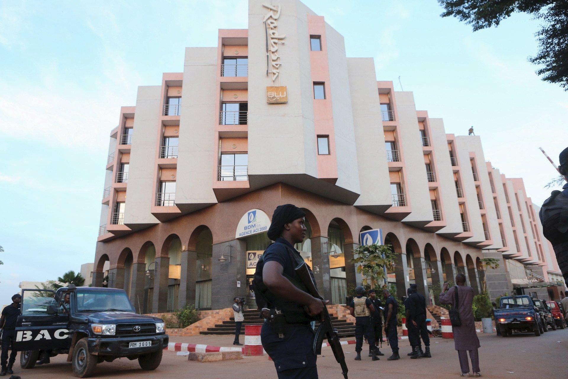 مالي تحتجز 19 شخصًا بعد هجوم على بعثة عسكرية أوروبية