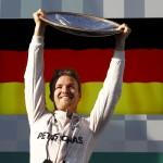صور  روزبرج سائق مرسيدس يفوز بسباق أستراليا الافتتاحي