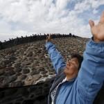 صور| المكسيكيون يحتفلون بالاعتدال الربيعي عند هرم الشمس