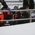 مفوضية اللاجئين توقف نقل المهاجرين الواصلين إلى اليونان