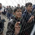 اليونان تستعد لإخلاء مخيم أيدوميني على الحدود المقدونية
