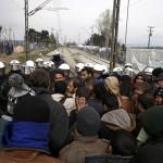 انتهاء عملية إخلاء مخيم «أيدوميني» على حدود مقدونيا