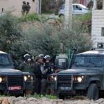 الاحتلال يعتقل 7 فلسطينيين ويداهم منزل شهيد جنوب الضفة