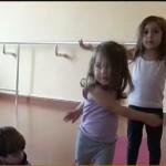 فيديو| أطفال بيروت يشاركون في دروس تعلم اليوجا
