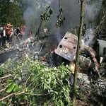 مقتل 13 في تحطم مروحية عسكرية بإندونيسيا