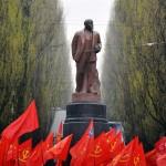 تفكيك أكبر تمثال لـ«لينين» في أوكرانيا