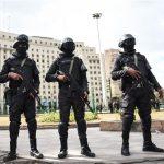 صور| الشرطة المصرية تسيطر على «التحرير».. والمتظاهرون يتحصنون بنقابة الصحفيين