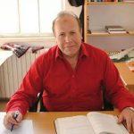 الاحتلال يعتقل عالم الفلك الفلسطيني عماد البرغوثي