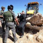 قوات الاحتلال تبدأ هدم تجمع أبو نوار البدوي في بلدة العيزرية شرق القدس