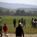 زعماء أوروبا يدرسون إقامة مركز للاجئين خارج الاتحاد