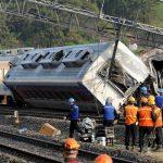 مقتل 8 أطفال بتصادم قطار بحافلة مدرسية في الهند