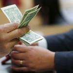 انخفاض سعر الدولار 5 قروش في السوق السوداء بمصر